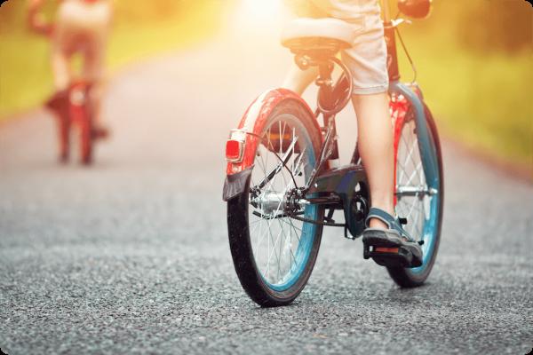 自転車にのる少年